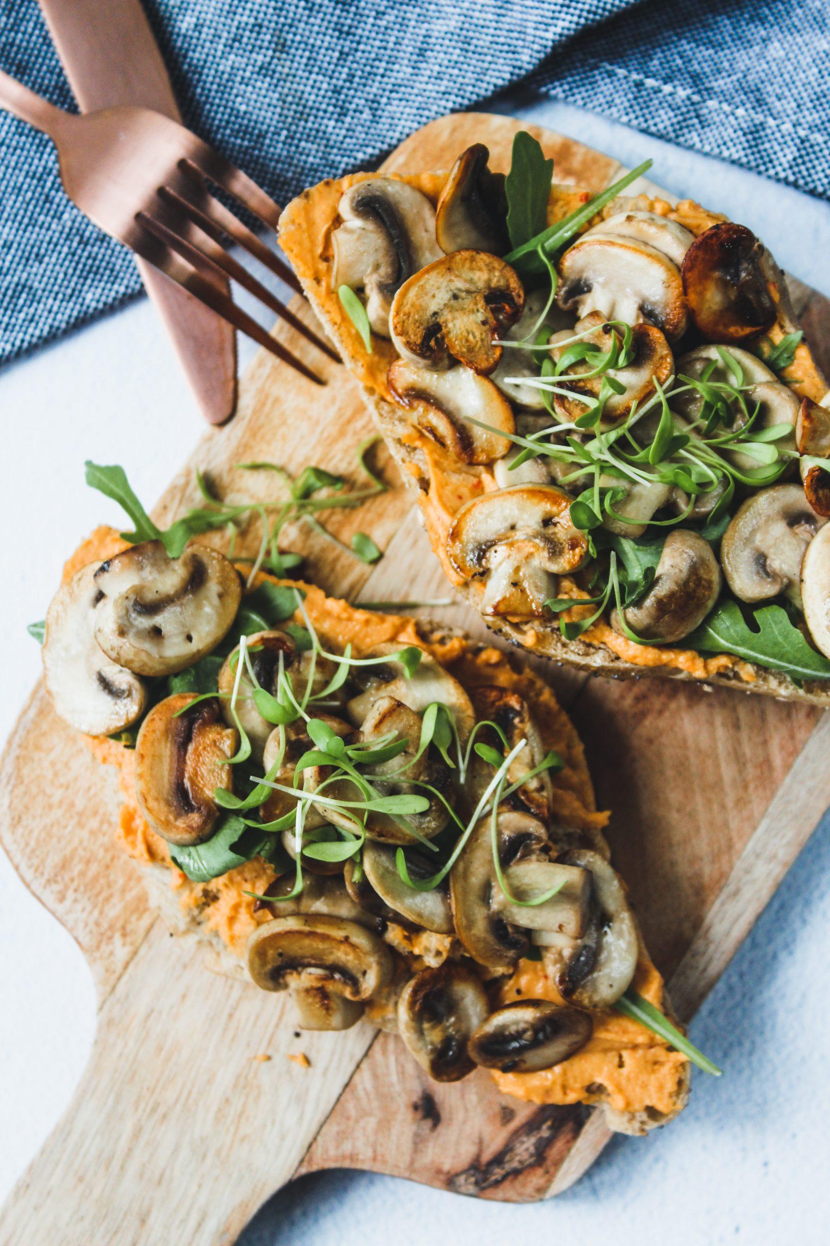 Broodje champignons met hummus